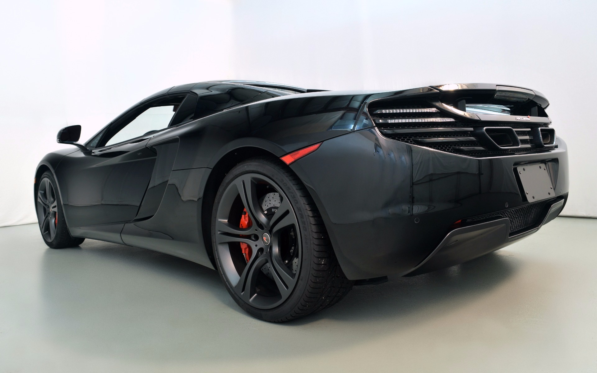 2014 mclaren mp4 12c spider for sale in norwell ma 003435. Black Bedroom Furniture Sets. Home Design Ideas