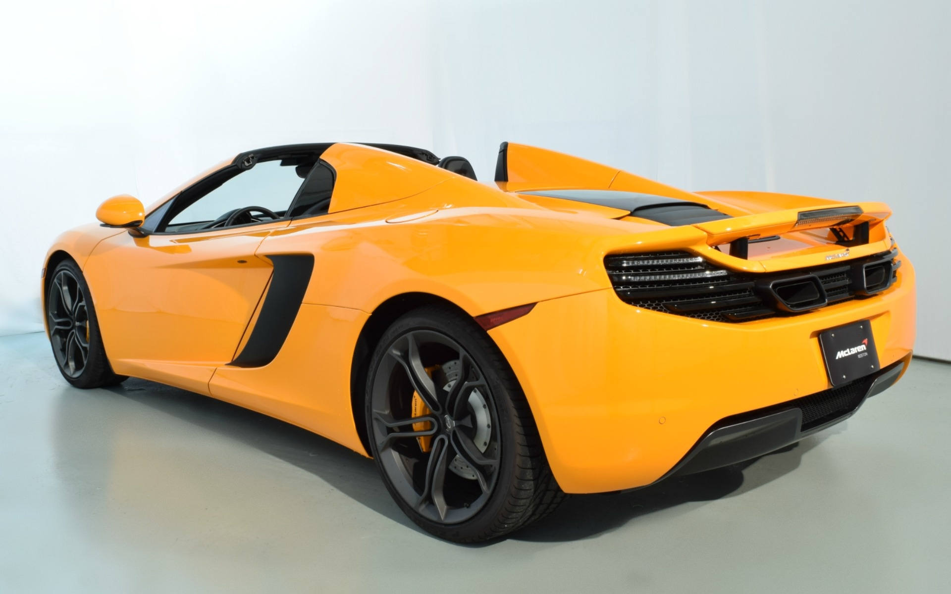2014 mclaren mp4 12c spider for sale in norwell ma 003416. Black Bedroom Furniture Sets. Home Design Ideas