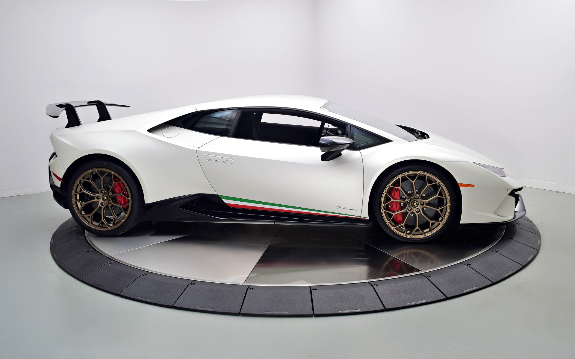 2018 lamborghini huracan performante lp 640 4 performante for sale in norwell ma a08913. Black Bedroom Furniture Sets. Home Design Ideas
