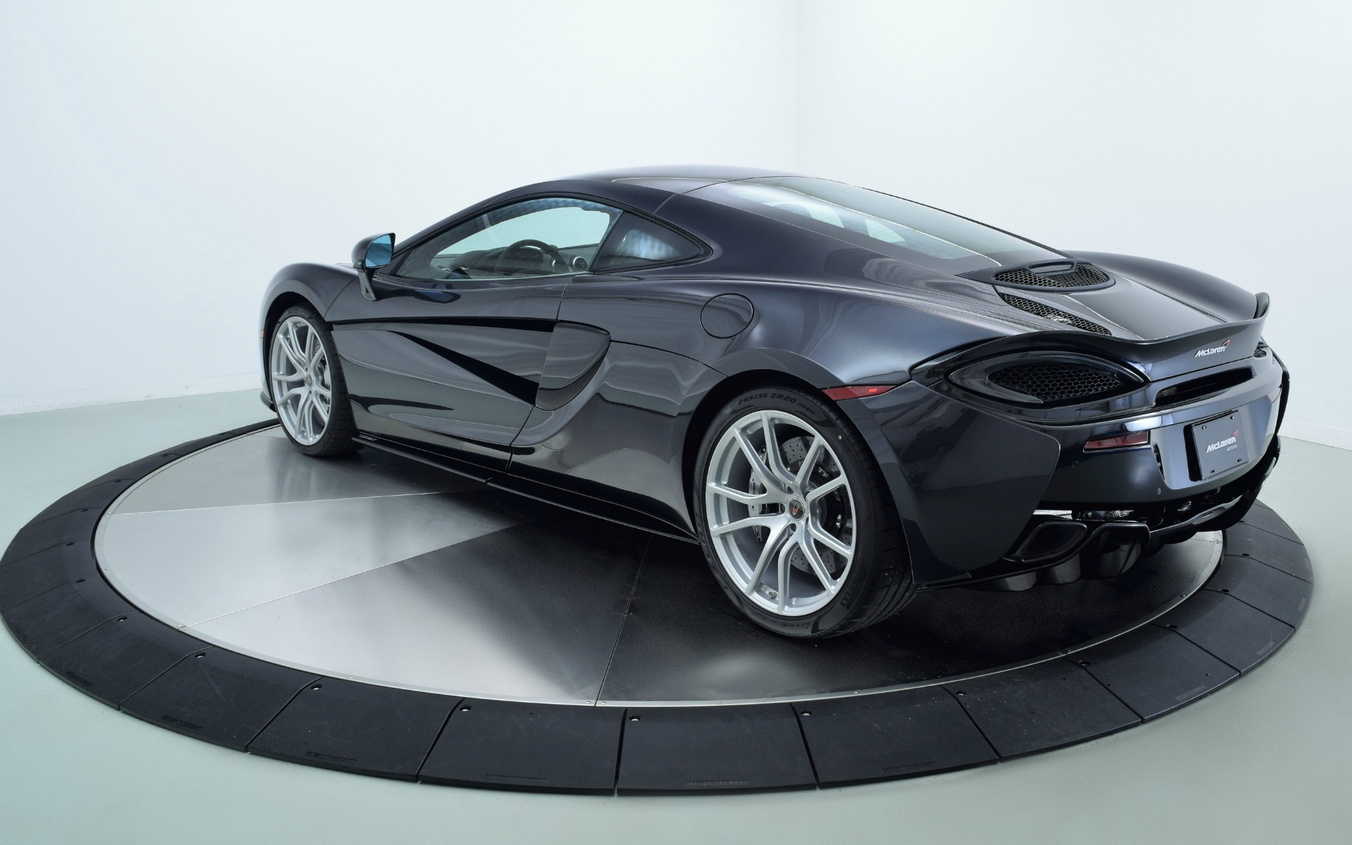 Used 2018 McLaren 570GT  | Norwell, MA