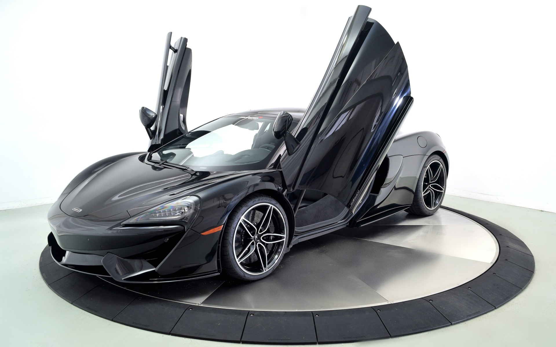 New 2019 MCLAREN 570GT  | Norwell, MA
