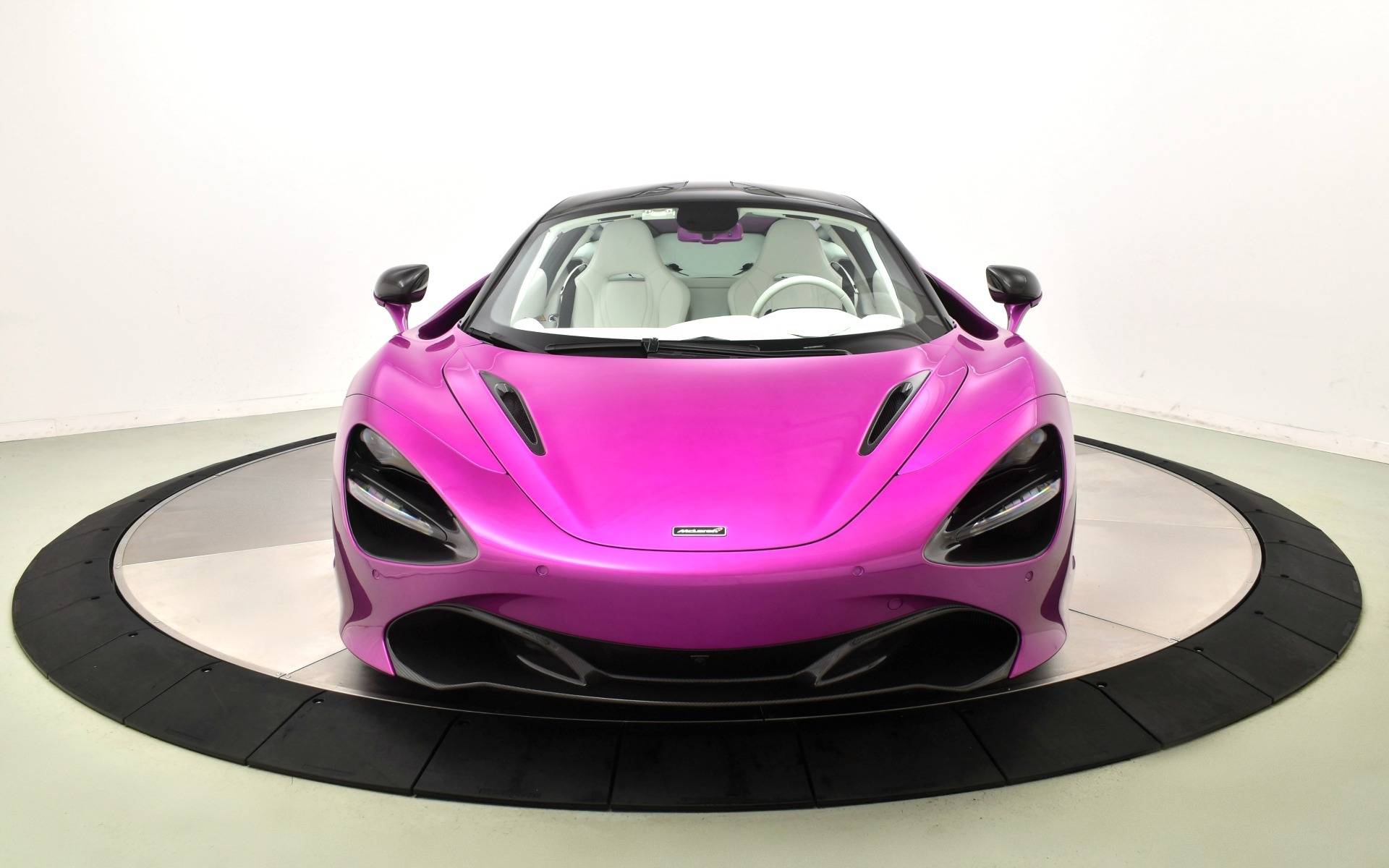 Used 2018 McLaren 720S Luxury | Norwell, MA