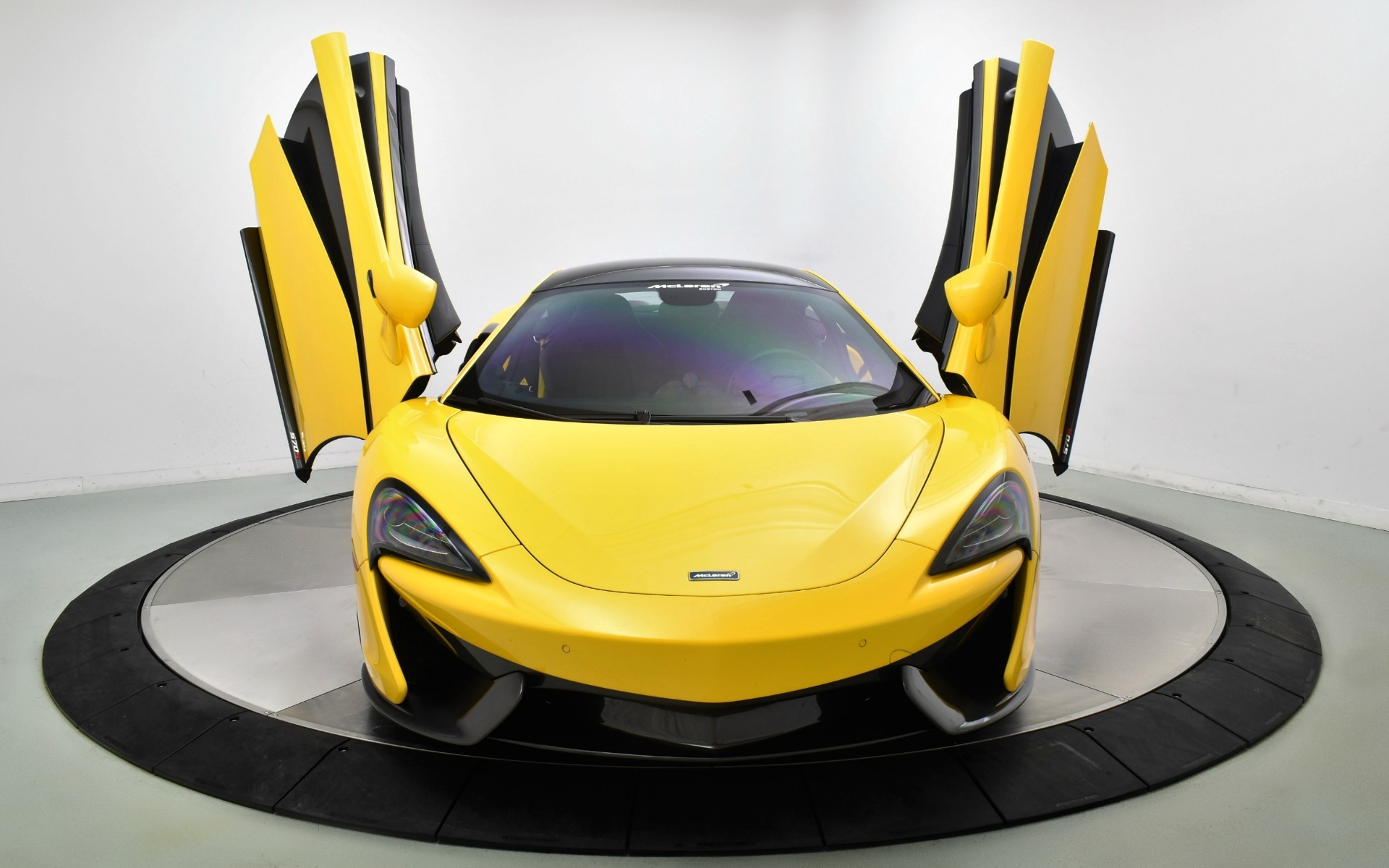 Used 2016 MCLAREN 570S  | Norwell, MA